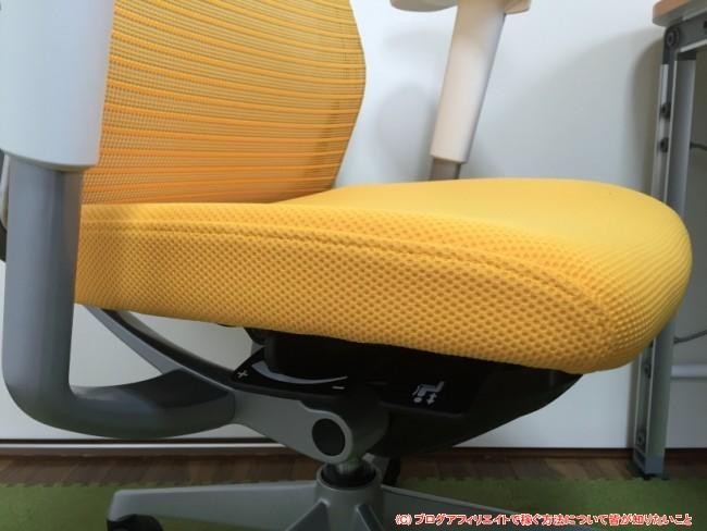 座面の高さ調整とリクライニングの反発度調整