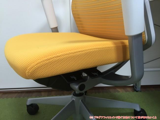 座面の前後調整とリクライニングの固定調整